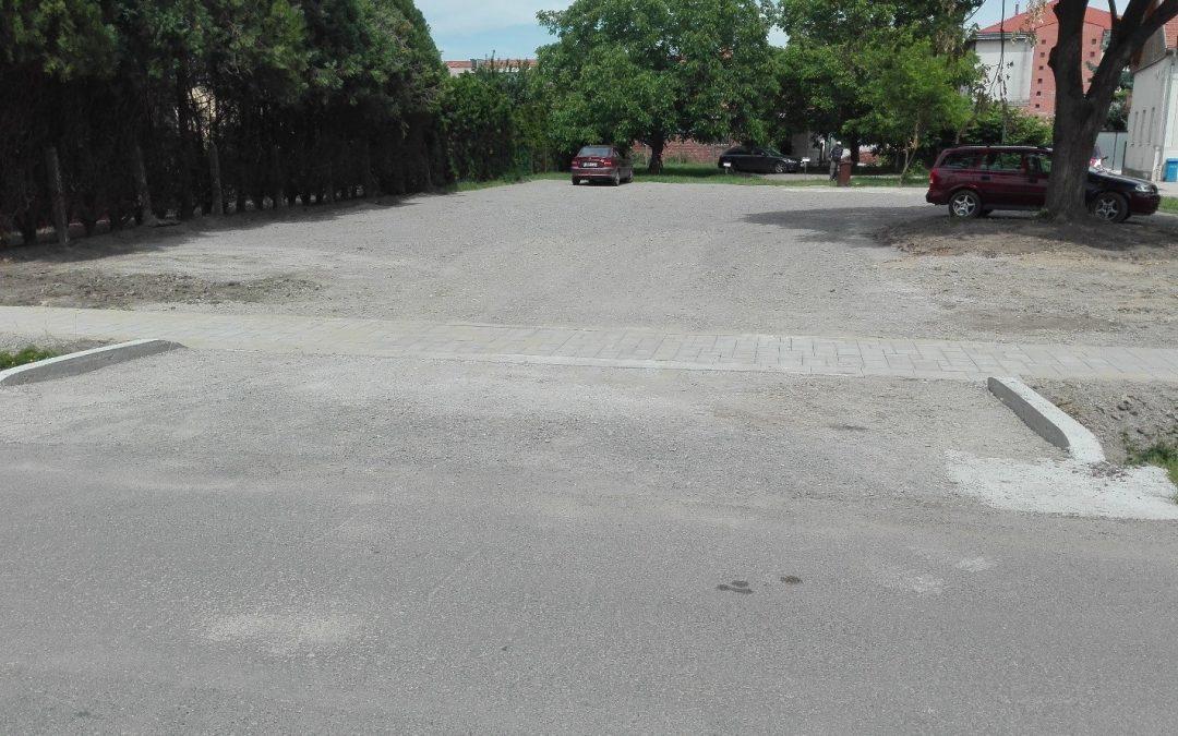 Központi Orvosi Rendelő parkoló építés